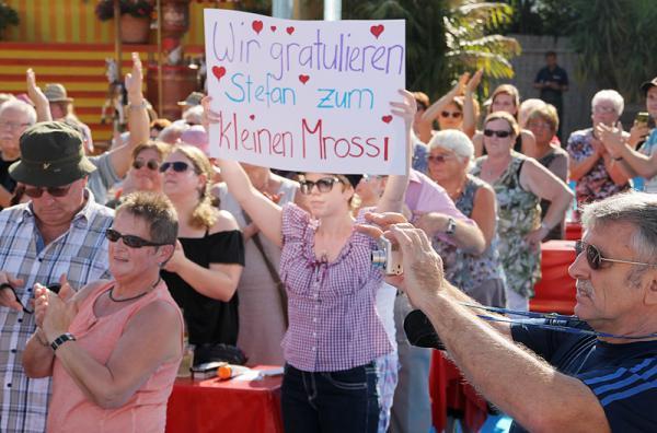 """""""Immer wieder sonntags"""": Auch das Publikum in der """"IWS-Arena"""" gratulierte zur Geburt von Valentin Stefan  !"""