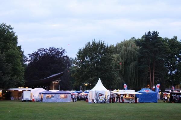Alles vorbereitet für den Abend im Kurpark - Foto: Reinhard Laniot
