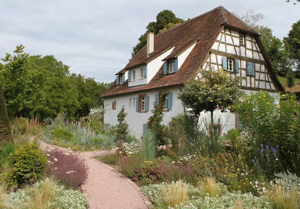 MEHR ALS NUR BLUMEN: Die Gartenanlage von Hansjörg Haas ist am Samstag für Besucher geöffnet.   Foto: Landratsamt Emmendingen – Ulrich Spitzmüller