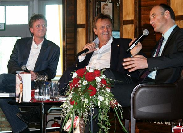 Von links: Benno Stieber (Autor), Roland Mack (Europa-Park) und Manuel Herder (Verleger)