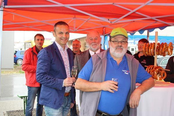Von links: Hans-Georg Meier (2. Vorsitzender HHG), Heinz Erhardt (Bürgermeister-Stellvertreter), Peter Schönstein (1. Vorsitzender HHG)