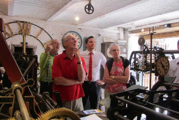 SPD-Bundestagsabgeordneter Johannes Fechner lud eine Besuchergruppe im Rahmen seines Sommerprogramms ins Freiämter Turmuhrenmuseum ein.