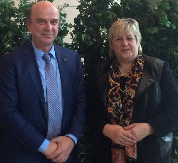 Kordula Kovac mit den albanischen Landwirtschaftsminister Edmond Panariti.