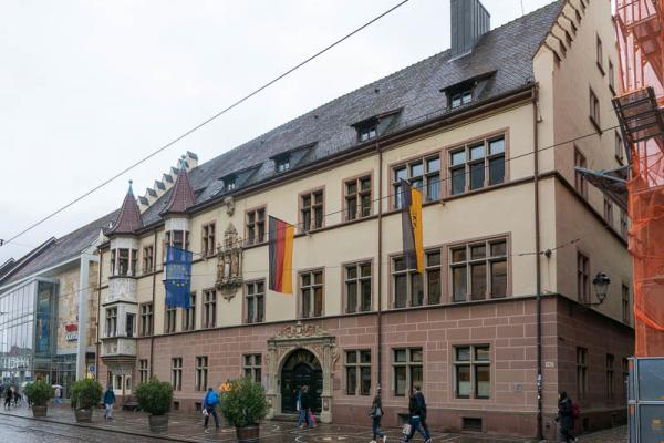 """Ausstellung """"Geschichte machen"""" eröffnet - Im Amtssitz Basler Hof des Regierungspräsidium Freiburg ist die Ausstellung zu sehen."""