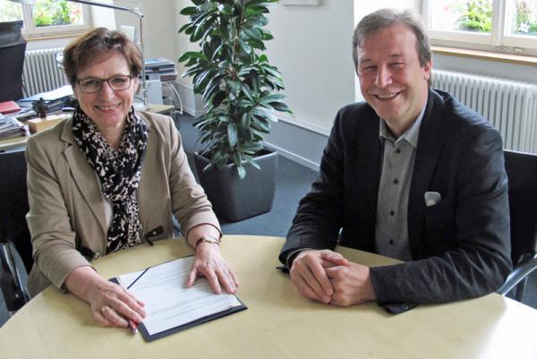 Gute Atmosphäre. OB Edith Schreiner im Gespräch mit Thomas Marwein, der von 1997 bis 2011 dem Offenburger Gemeinderat angehörte. Foto: Reinbold