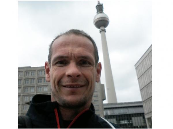 Uwe Tritschler beim Mauerlauf in Berlin.