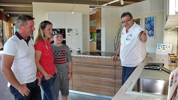 bahlingen regiotrends partner zeigen sich maier k chen in bahlingen hatte zum tag der k che. Black Bedroom Furniture Sets. Home Design Ideas