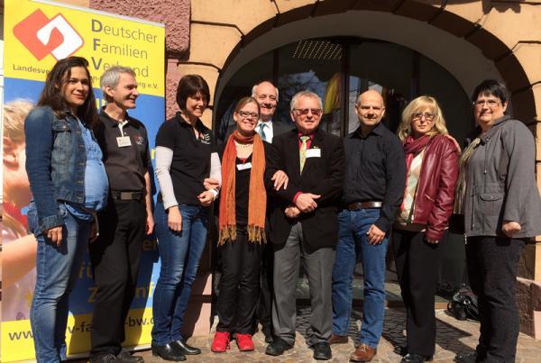Foto: Der neue Landesvorstand des Deutschen Familienverbandes Baden-Württemberg. 5. von links Alexander Schoch
