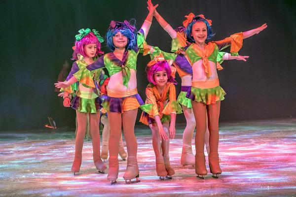 """Bühne frei für die Europa-Park Talent Academy - Kinder und Jugendliche begeisterten mit """"Surprise Show""""  Foto: Europa-Park"""