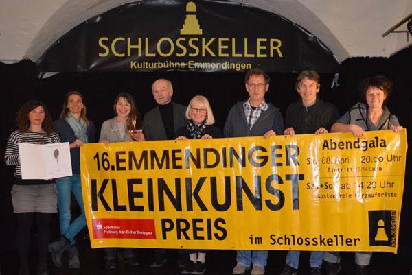 16. Emmendinger Kleinkunstpreis und 42. Emmendinger Künstlermarkt Von links: Sarah Cannavo (Schlosskellerverein), Jana Bührer (Moderatorin), Beate Desenzani (Stadt Emmendingen), Jürgen Wiedemann (Goldschmied), Ute Haarer-Jenne (Jurorin), Peter Möller (Juror), Günther Hoffmann (Spielspirale), Heike Fendrich (Schlosskellerverein)