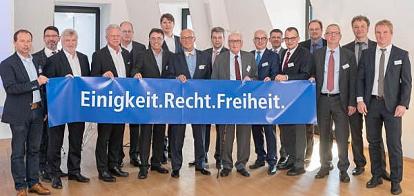 """Schwarzwald AG startet Kampagne """"Einigkeit.Recht.Freiheit"""" - Unternehmer der Schwarzwald AG mit ihrem Statement zur Demokratie, der Marktwirtschaft und zu Europa."""