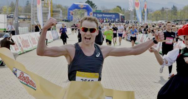 Lukas Naegele (PTSV Jahn Freiburg) hat zum dritten Mal den Freiburg-Marathon gewonnen.