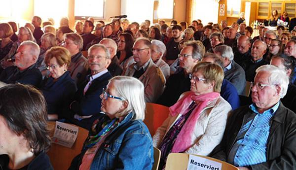 Podiumsdiskussion des Gewerbevereins Teningen mit den Bürgermeisterkandidaten - Rund 200 Interessierte verfolgten die Ausführungen der Kandidaten  >> [rt=431,340437]Weitere Impressionen von der Bürgermeistervorstellung beim Gewerbeverein Teningen[/rt]