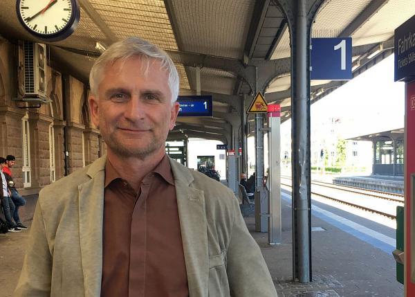 Grünen-Kreisrat Gerhard Zickenheiner weist Argumentation der CDU-Fraktion zur Elektrifizierung der Hochrheinstrecke zurück   Foto: Gerhard Zickenheiner