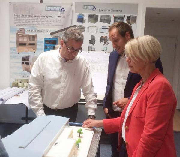 Besuch der Firma Krumm Tec mit der Landtagsabgeordneten Gabriele Reich – Gutjahr – Felix Fischer, Bundestagskandidat der FDP, besucht Firma in Bahlingen