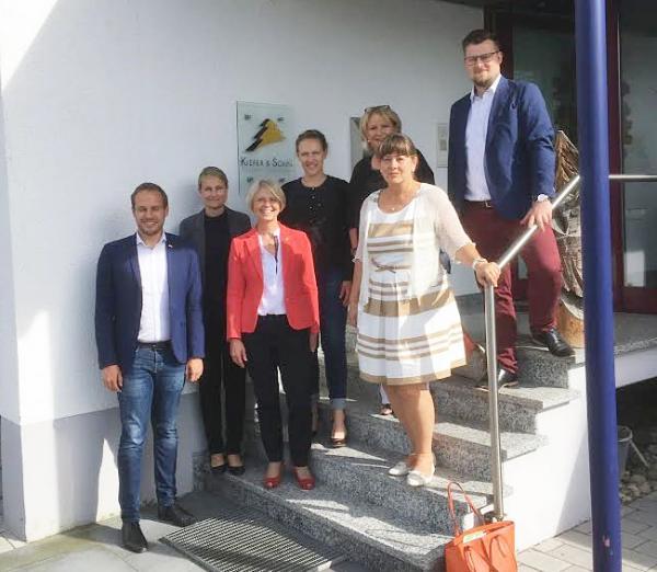 Betriebsbesichtigung der Schreinerei Kiefer & Sohn GmbH, Denzlingen – Felix Fischer und Gabriele Reich-Gutjahr im Familienbetrieb