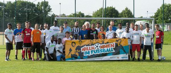 """""""Willkommen im Fußball""""-Bündnis Freiburg baut Engagement für Flüchtlinge aus  Foto: SC Freiburg"""