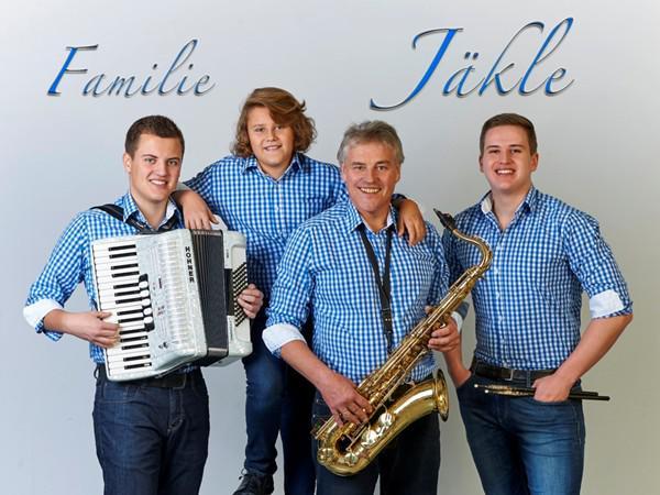 Familie Jäkle (v.l.n.r.: Tobias, Niklas, Karl-Heinz, Jonas)  Autogrammkarte