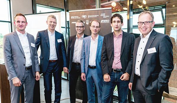 Von links: Dominik Fehringer (WRO), Siegfried Sorg (Printus), Thomas Breyer-Mayländer (Hochschule Offenburg), Dr. Ernst Stahl (ibi Research), Manuel Fladt (Printus), Markus Dauber (Volksbank in der Ortenau).  Foto: WRO GmbH.