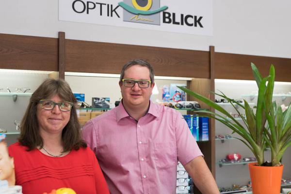 Einzigartiger Durchblick in Teningen – Inhaber Simon Häberlin und Mitarbeiterin Veronika Hepp.