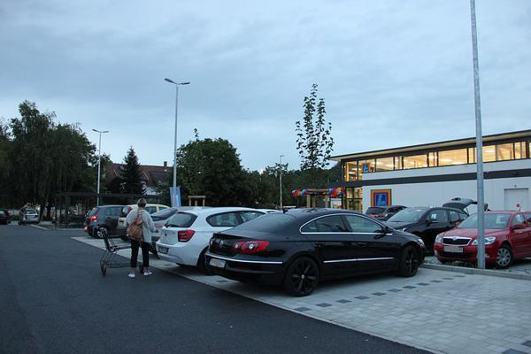 Kurz vor Geschäftsschluss: Fast voller Parkplatz!  Bild: REGIOTRENDS-Lokalteam Emmendingen / Reinhard Laniot