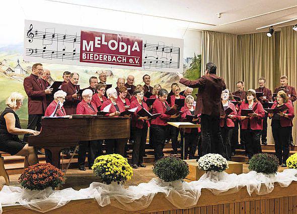 """15. Oktober: """"Herbstliches Biederbach"""" mit """"Kilwi-Essen"""" und Volksliedersingen - In der Schwarzwaldhalle Biederbach  Foto: Melodia Biederbach e.V."""
