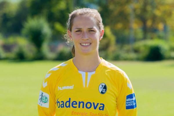 Torhüterin Laura Benkarth ist nach ihren Einsätzen in den beiden letzten Spielen wieder mit dabei
