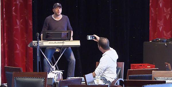 """Mario Barth lockt DJ BoBo in """"Malle""""-Falle   Foto: SWR"""
