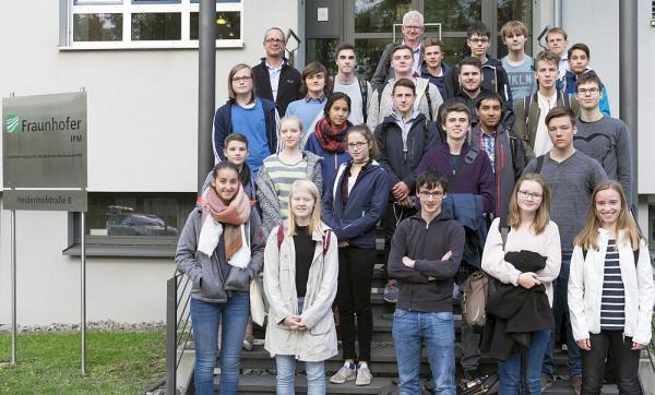 """Projekt """"""""Digital-holographisches Mikroskop für Open Science"""""""" ging in zweite Runde - Schüler des Freiburg-Seminars trafen sich mit Forschern des Fraunhofer Instituts  Foto: Fraunhofer IPM"""