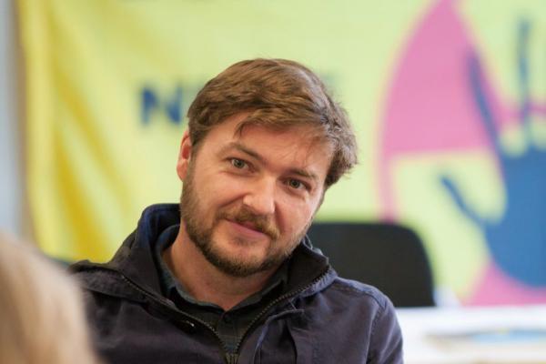 Sebastian Sladek, Vorstand der EWS, bei der Pressekonferenz zur Kampagne «Don't nuke the climate»  Quelle: Elektrizitätswerke Schönau