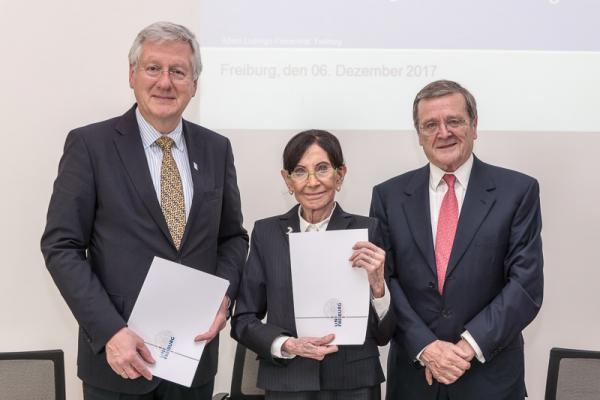 Eva Mayr-Stihl Stiftung unterzeichnet Förderung des Institut für Nachhaltige Technische Systeme an der Uni Freiburg - Von links: Prof. Dr. Hans-Jochen Schiewer, Eva Mayr-Stihl, Robert Stihl.