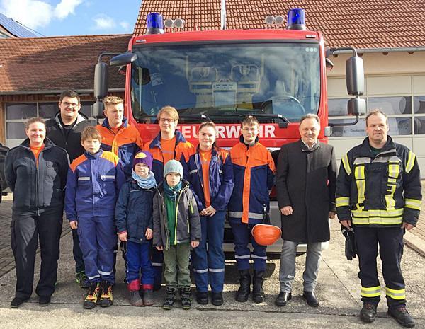 Landtagsabgeordneter Josha Frey (2. von rechts) bei einem Besuch der Feuerwehr in Wollbach Anfang des Jahres.