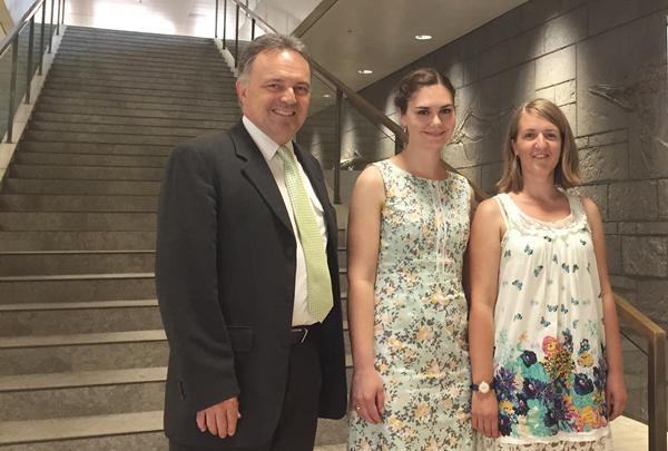 Team vom Abgeordneten- und Wahlkreisbüro Josha Frey (von links: Josha Frey, Leonie Schuler, Theresia Lindner)