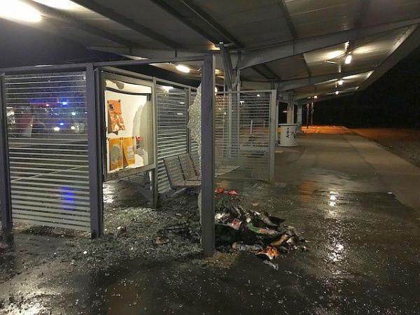 Mülltonne an Bahnhof Wiehre in Brand gesteckt   Foto: Polizei