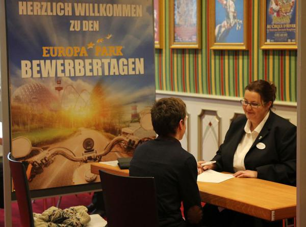 Deutschlands größter Freizeitpark sucht 400 neue Mitarbeiter für Saison 2018   Foto: Europa-Park