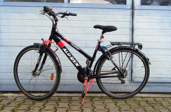 """Fahrraddiebe an Fahrradabstellplatz des Bahnhofsplatzes erwischt - 14- und 21-Jähriger wollten Touring-Bike der Marke """"Alu-Rex"""" entwenden  Foto: Polizei"""