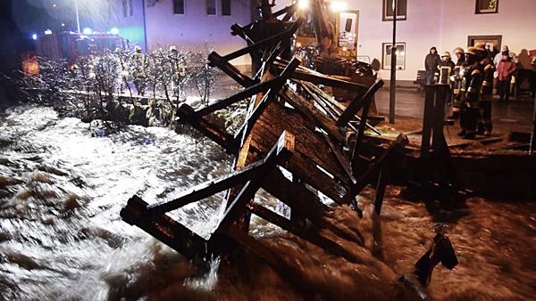 Großeinsatz auch in Lenzkirch - Hier musste eine Brücke abgerissen werden  Foto: kamera24.tv