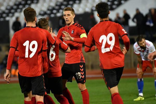 La Línea de la Concepción / Spanien: SC Freiburg und der Hamburger SV trennen sich 1:1  Abrashi (6) traf per Kopf zum 1:1-Ausgleich in der 85. Minute  Alle Bilder: Neithard Schleier