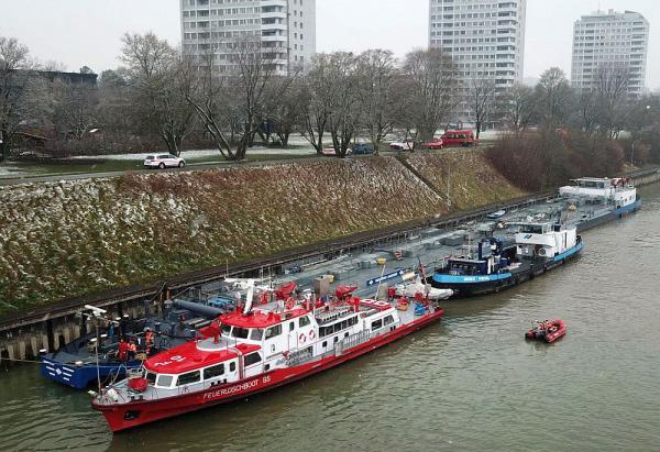 Havarie auf Rhein: Tankmotorschiff nach Grundberührung beschädigt  Foto: Polizei Basel-Landschaft