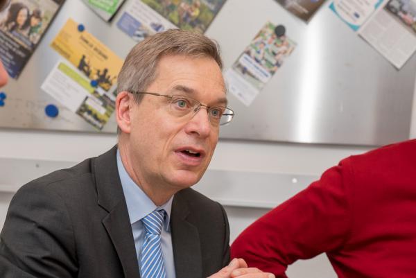 Landrat Hanno Hurth und Vertreter der Arbeitsagentur besuchen Muster-Ausbildungsbetrieb Schmolck - Landrat Hanno Hurth lobt das Engagement der Firma Schmolck für die Ausbildung neuer Mitarbeiter.