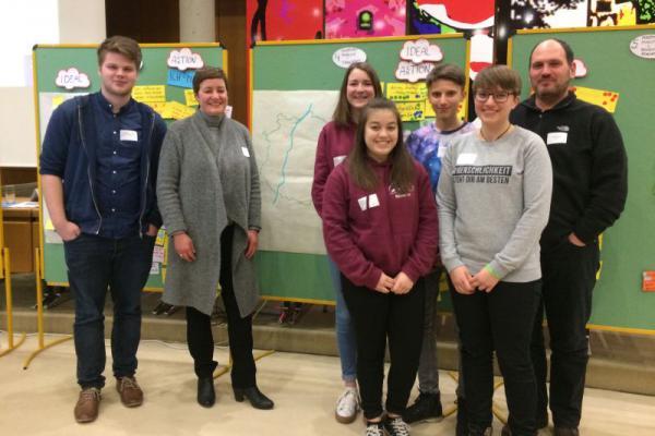 Starke Beteiligung aus Oberkirch am Bürgerkonvent für Jugendliche zu einem Grenzen überschreitenden Alltag. Die Jugendlichen wurden von Stadtjugendreferent Christian Kron und Nicole Trayer betreut.