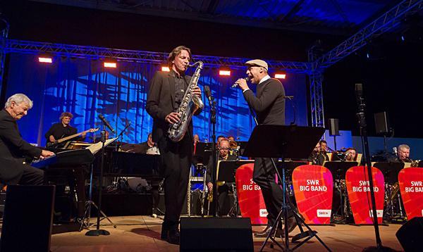 Max Mutzke und die SWR Big Band. Foto: SWR