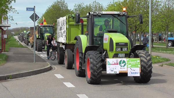 Demo gegen Flächenfraß im Dietenbach  Foto: Karl Schwörer