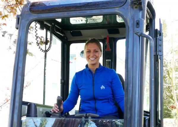 Lisa Schaber ist seit ihrer Kindheit begeistert von Baumaschinen.