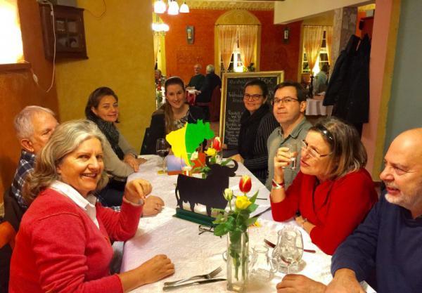 Portugiesisch und Spanisch Tisch beim letzten Stammtisch im Januar.