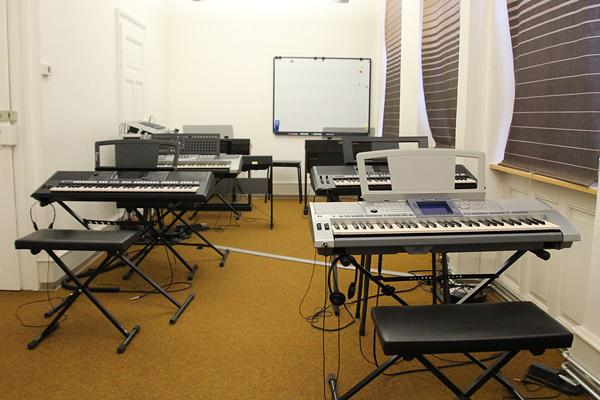 Musikschule-Kniebühler, Lammstraße 8, 79312 Emmendingen   Rieglerstraße 2, 79346 Endingen, Tel.: 07642/1567, Fax:07642/2700, E-Mail: musik@kniebuehler-endingen.de
