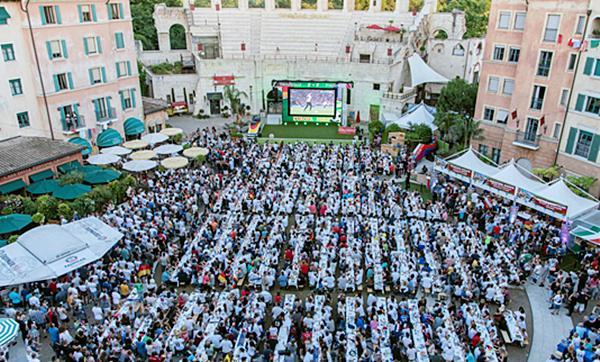 Piazza Colosseo: Bis zu 2.000 Fußballfans können im Innenhof das Public Viewing genießen.