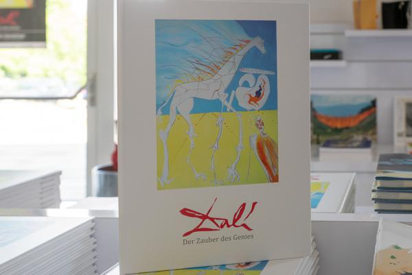 Ausstellung der Kunsthalle Messmer zeigt von 2. Juni bis 14. Oktober herausragende Arbeiten von Dali - Der Ausstellungskatalog.