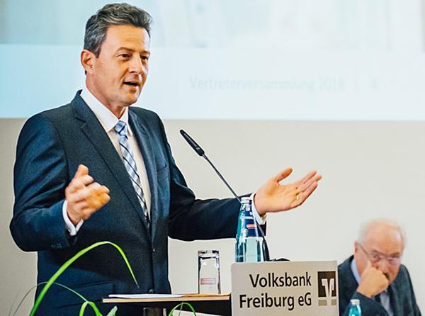 Vorstandssprecher der Volksbank Freiburg, Uwe Barth.  Foto: Volksbank