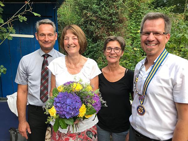 Hartmut Cech (rechts), Präsident für das Geschäftsjahr 2018/2019  mit seinen Vorgängern (von links) Karl-Heinz Guy (2016/2017), Karin Faller (2017/2018) und seiner designierten Nachfolgerin für 2019/2020, Barbara Schweer. Foto: RCBK